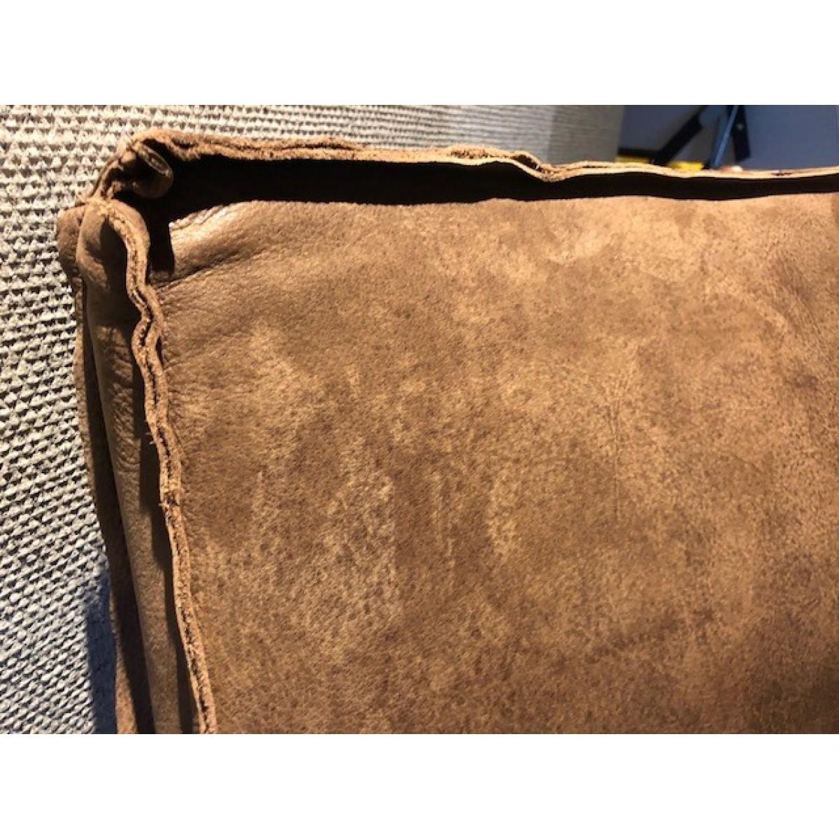 romy-metaalframe-stoel-armleuning-leer-kenia-miltonhouse