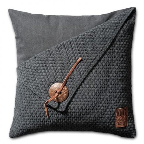 Knit Factory kussen Gerstekorrel 50 x 50